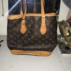 Louis Vuitton satchel handbag !!!